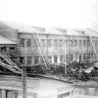 Строительство основного цеха молочноконсервного завода.