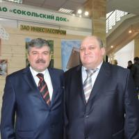 Гендиректор Сокольского ДОКа Ф.Потапенко и гендиректор Сокольского ЦБК С.Шилов на выставке лично представляли экспозиции своих предприятий.