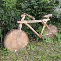 Велосипед может быть деревянным.