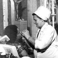 За работой в зубном кабинете (1977 г.).