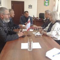 В.Буланов обсудил проблемный вопрос с главой района Ю.Васиным и главами поселений И.Анфимовым и А.Куклиным.